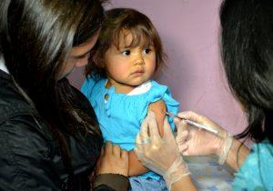 Vacunacion del sarampion a bebe por salud